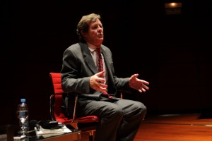 David Hare in conversation. Image courtesy Museo Reina Sofia